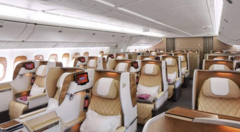 نجم هندي يحجز مقاعد الدرجة الأولى كاملةً على الطيران الإماراتي لهذا السبب!