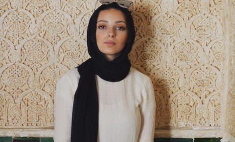 Hijabi Woman Drops Spectacular 'Photobomb' on Unsuspecting Anti-Islam Protestors
