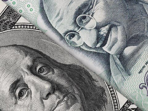 Pakistan: Remittances Hit $2.7 Billion In March