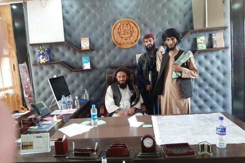 مقاتلو طالبان يدخلون القصر الرئاسي في كابول ويدعون السكان لالتزام منازلهم
