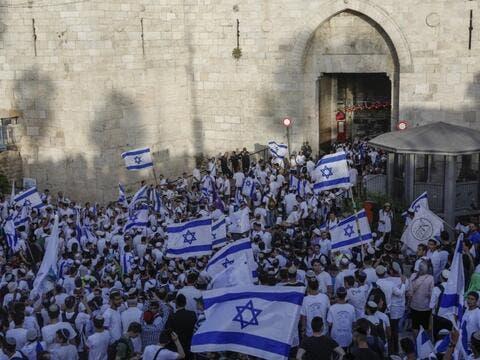 إسرائيل تلغي مسيرة الأعلام في البلدة القديمة بالقدس
