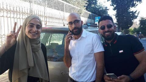 إسرائيل تفرج عن الناشطة منى الكرد وشقيقها محمد