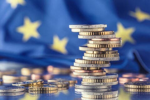 صراع سداد ديون بـ 11 تريليون يورو يلوح في أوروبا