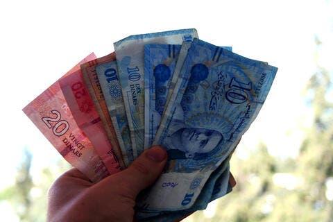 الرئيس التونسي: مئات التونسيين سرقوا 13.5 مليار دينار من المال العام