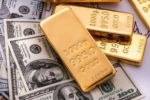 أسعار الذهب تنخفض وسط ارتفاع الدولار