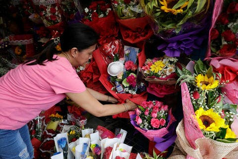 Philippines Florist Is Selling Anti-Coronavirus Bouquets for Valentine's, and People Are Loving It